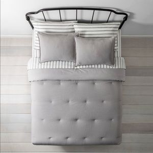 Hearth and hand King comforter